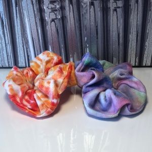 5/25 ♥️ Two new tie dye scrunches!